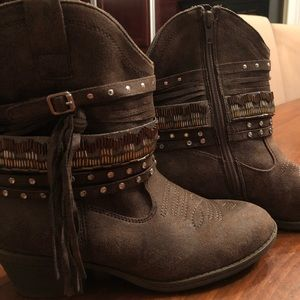 "Brown cowgirl boots 1.5"" heel"